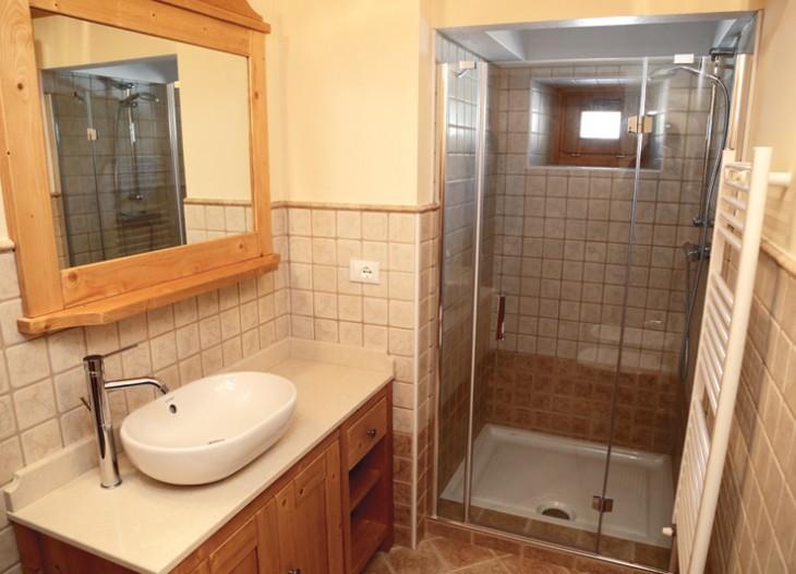 Bagno privato con ampio box doccia